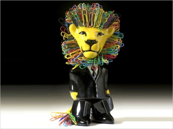 bobble head lion paper clip holder
