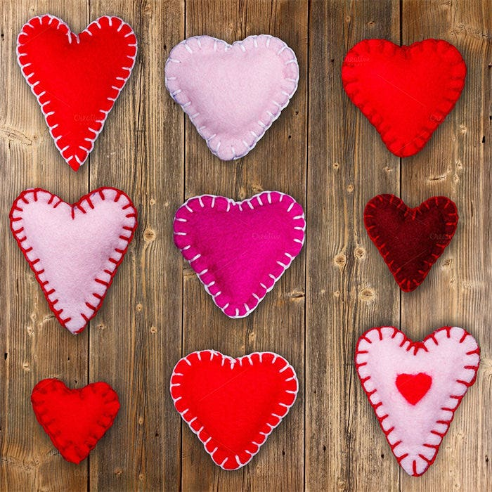 felt red hearts