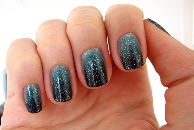 gradient acrylic nail art