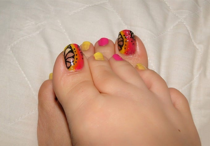 toe and nail design