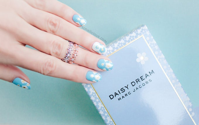blue nails with design