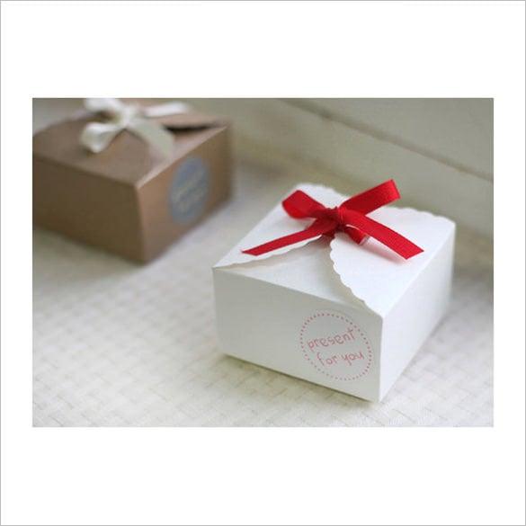 white lace pattern cardboard box