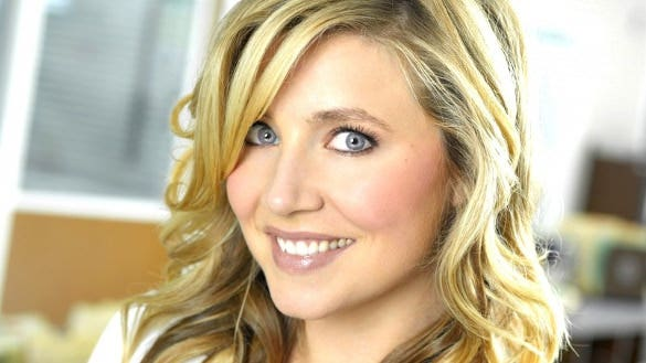 sarah chalke mile wallpaper hd background for phone
