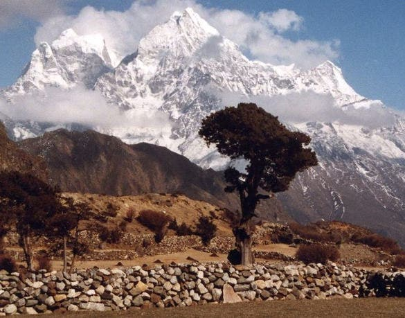kangtega peak in nepal