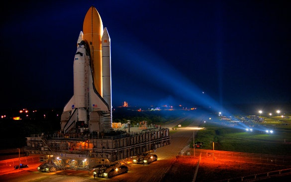 space shuttle discovery hd background download