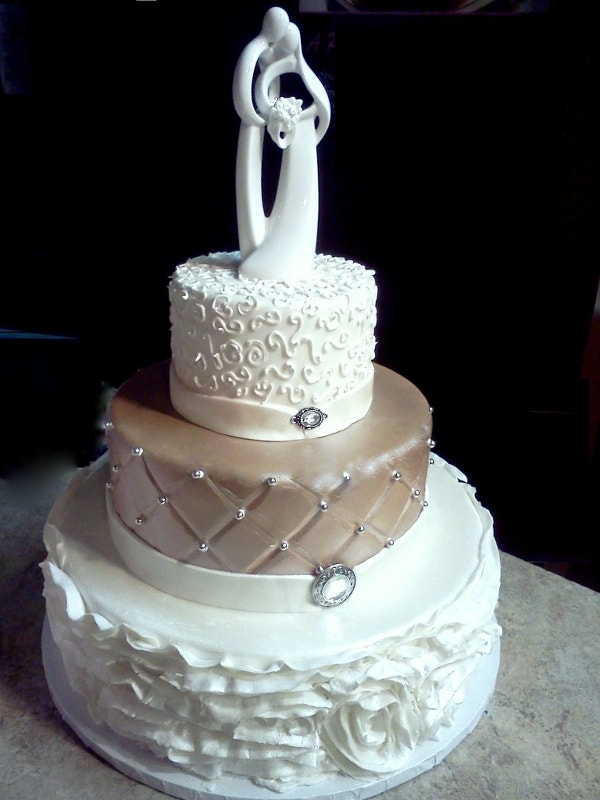 beautiful couple wedding cake design
