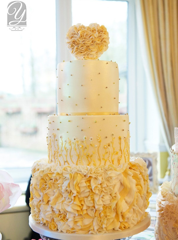 heart of gold wedding cake creative design