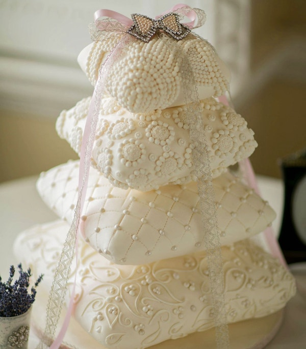 Unique Wedding Cake Ribbons with Crystals Design