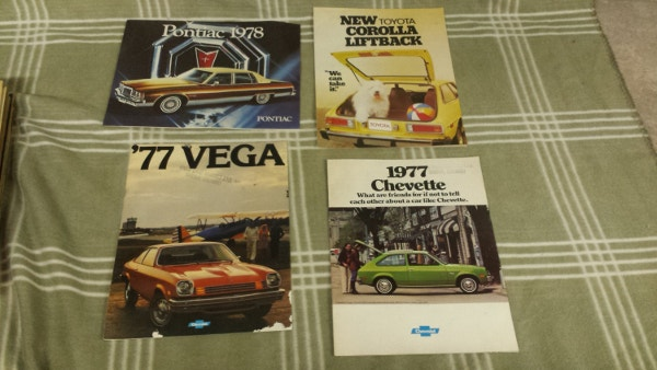 Lot 4 Vintage 1970s Car Brochures
