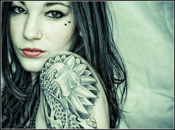 beautiful jungle rose tattoo on lady arm