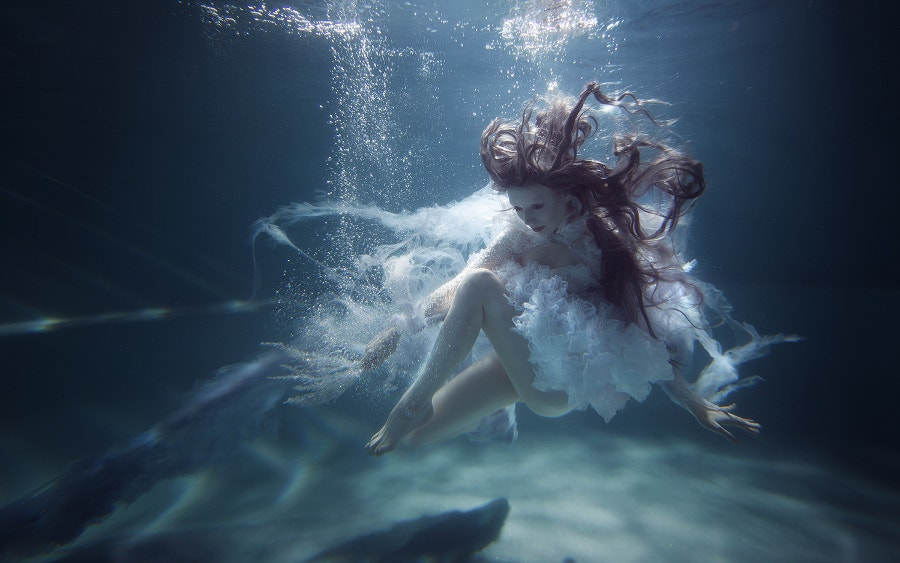 underwater-beautiful-lady-photography