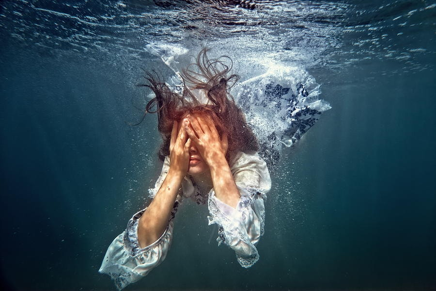 underwater-lady-feelings-photography