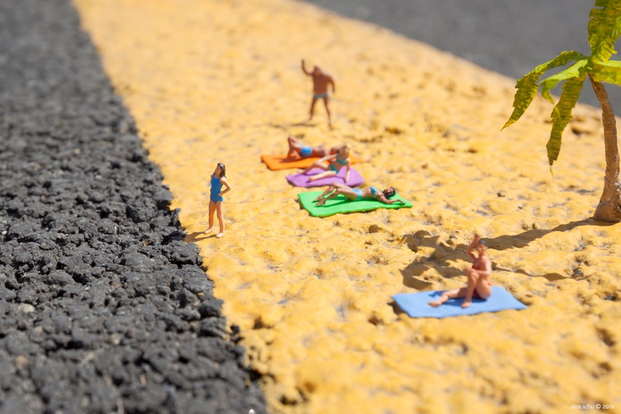 miniature-art-of-beach-people