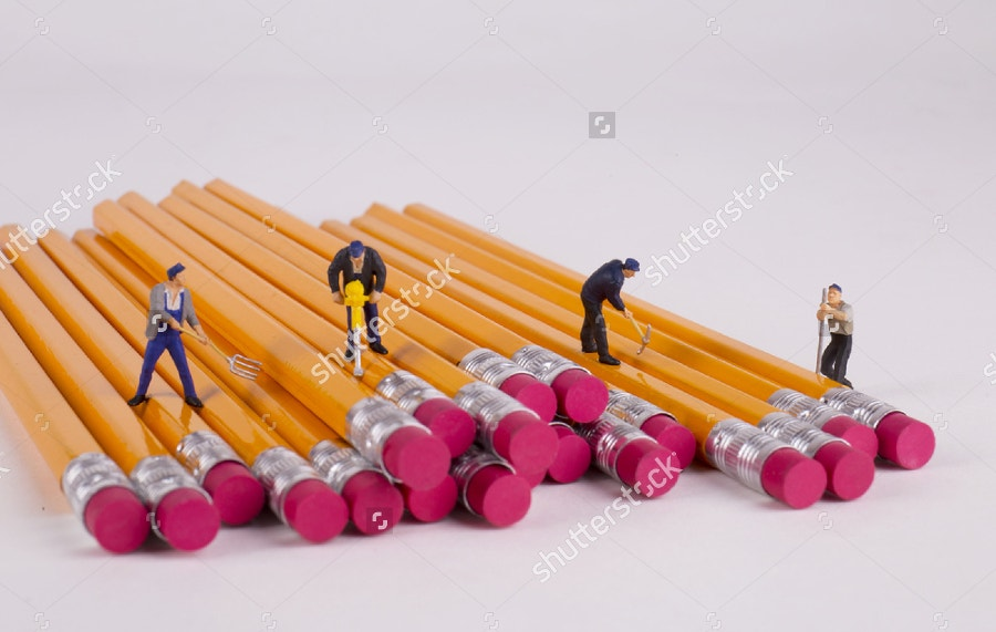 moiniature-people-digging-pencils