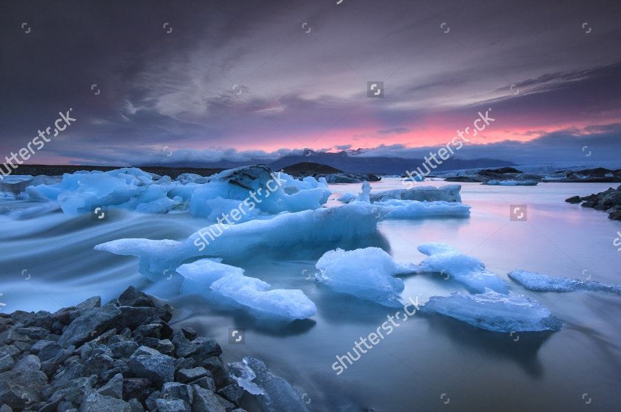 icebergs-floating-in-jokulsarlon-glacier