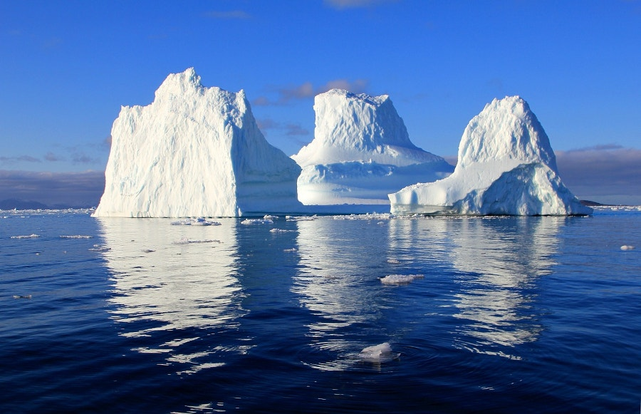 mirror-effect-iceberg-photography