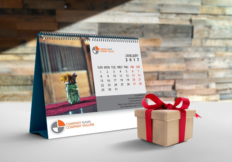 beautiful-calender-with-gift-box