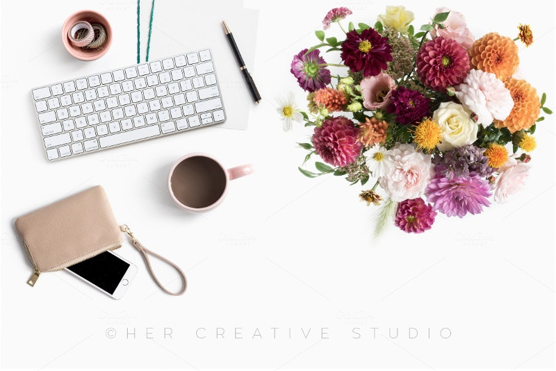 feminine-styled-desktop-with-autumn-floral