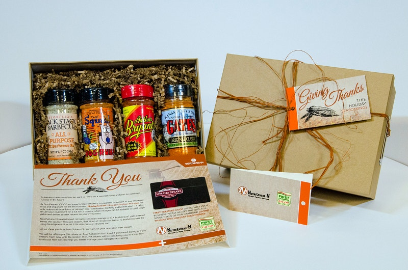 holiday-thanksgiving-mailer-packaging-design