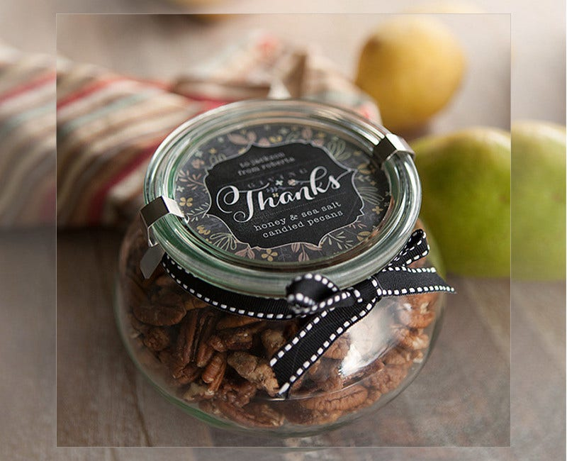 simple-thanksgiving-food-gift-packaging-design