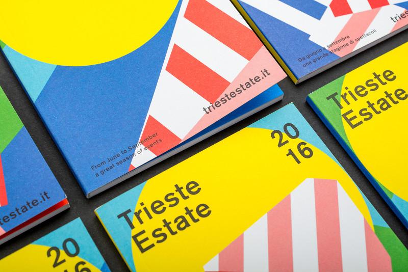 creative-modern-magazine-mockup-design