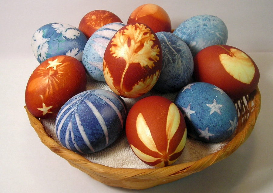 eggs with natural easter dyes