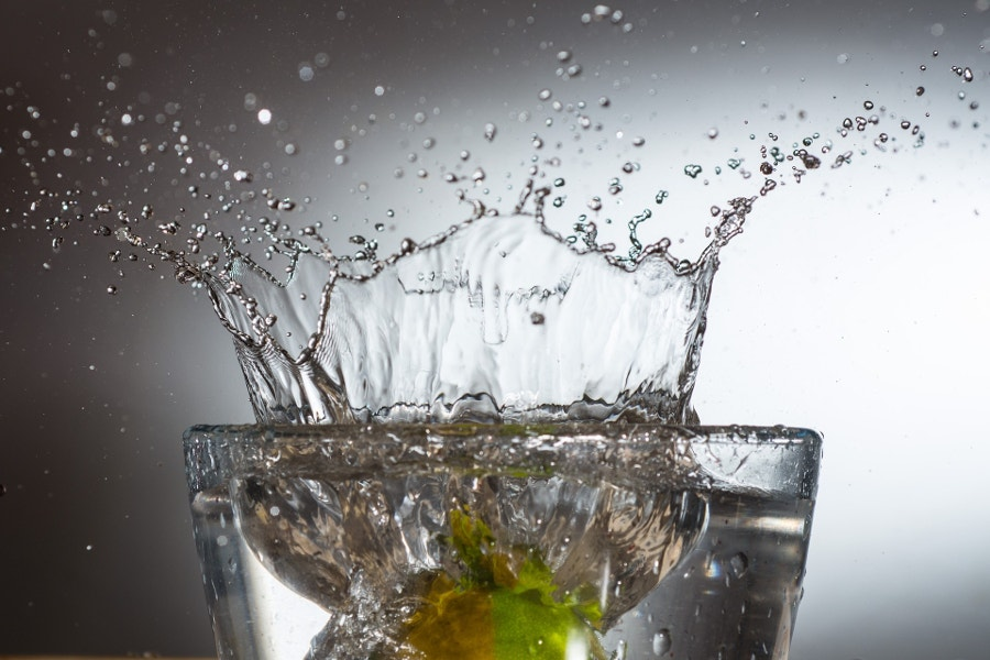 spray water in glass