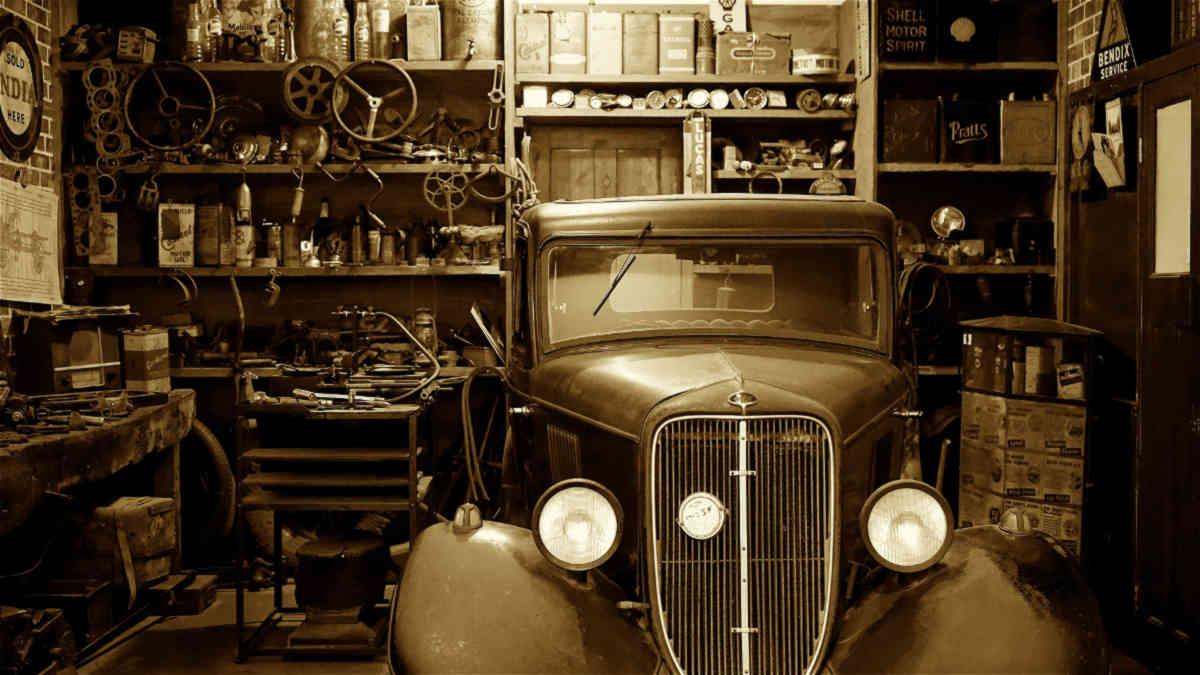 retro royalty automobile
