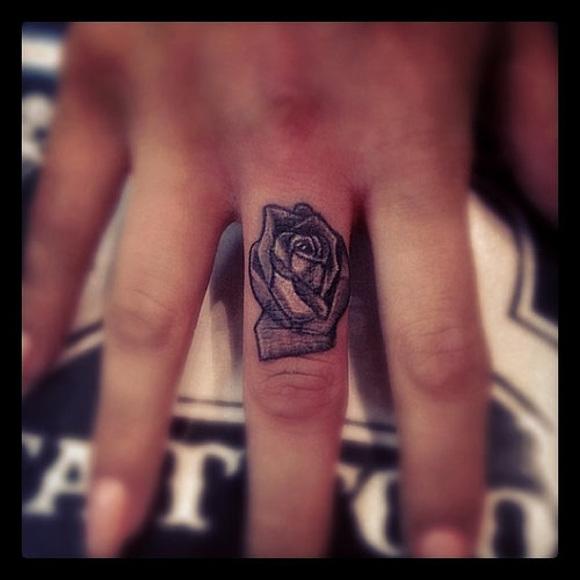 rose-tattoo-on-finger
