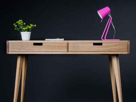 wooden-desk-mockup
