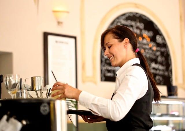 waitress2376728_640