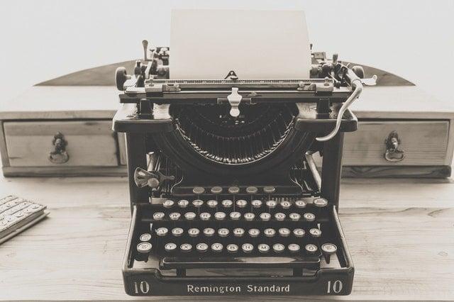 typewritervintageoldvintagetypewriter163116