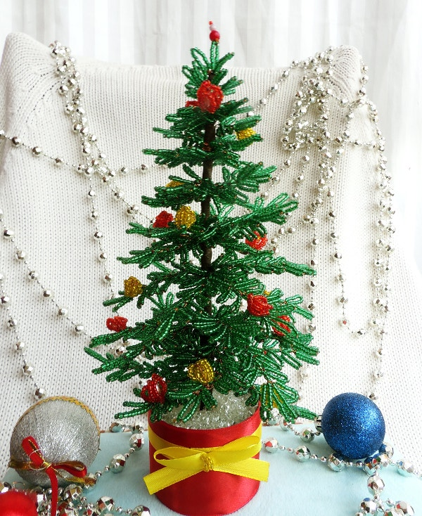 green-beaded-christmas-tree