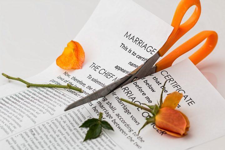 divorce619195_960_720e1516607860518