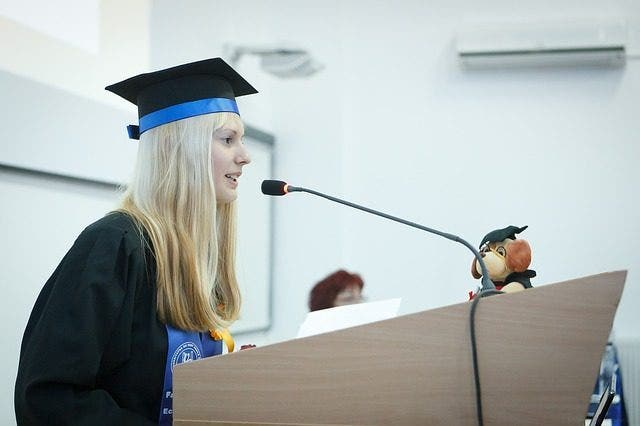 graduation2038866_640e1517568249271