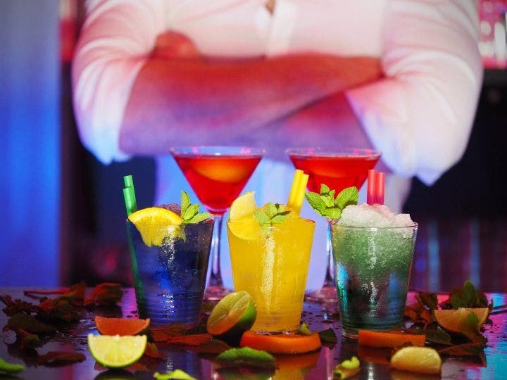 alcohol bar barman 110472 e1524813249615