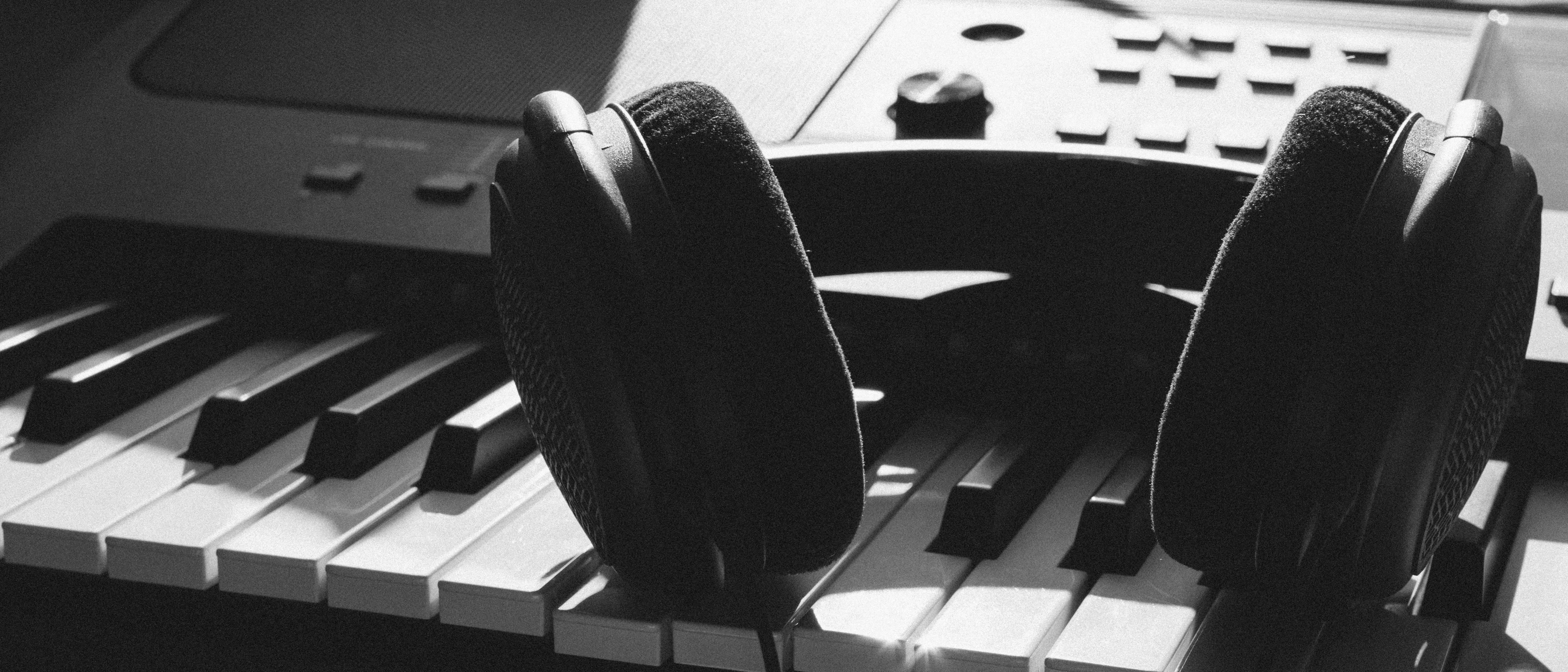 pianolessonblackwhite