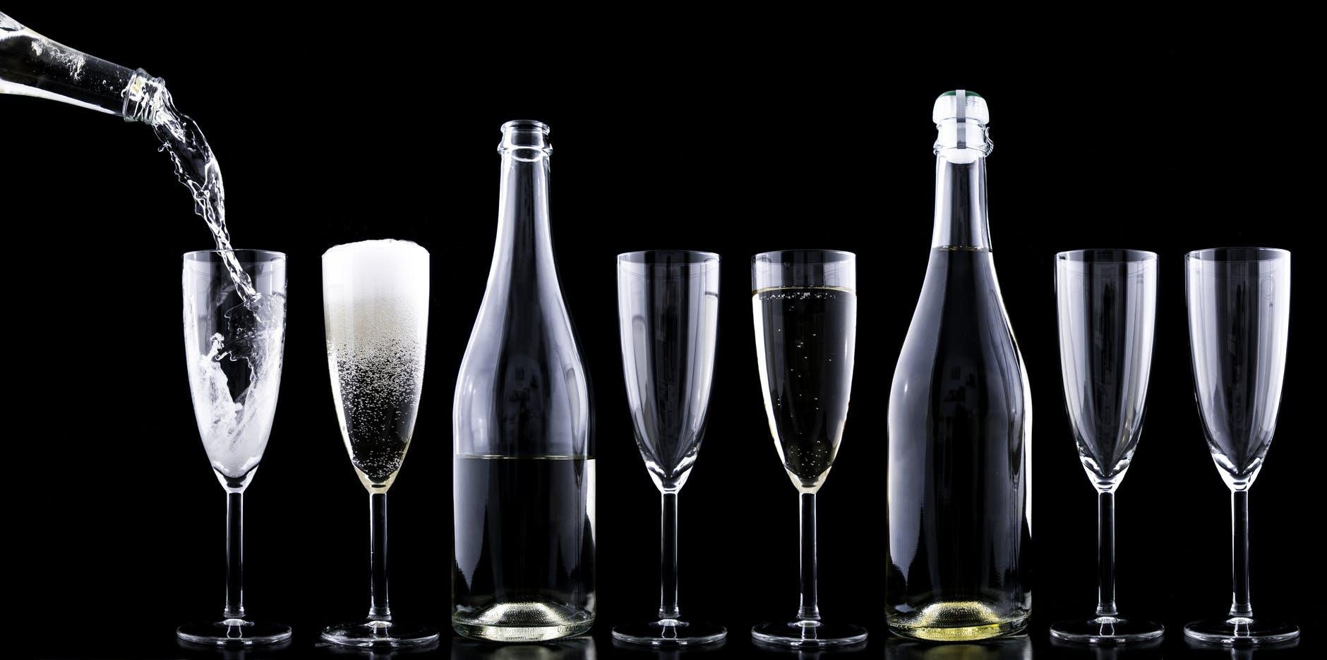 champagnertoastingnewyearsevedrink