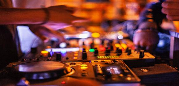 audioblurcloseup2111016